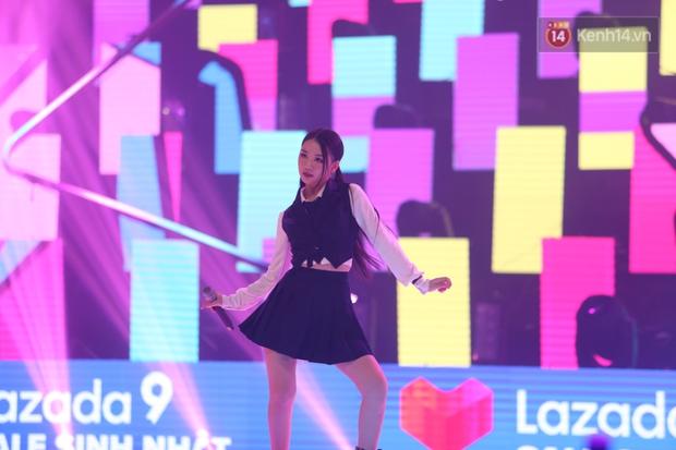 AMEE tự tin diễn bài hit có thêm đoạn dancebreak cực hăng nhưng nhìn rất là giống vũ đạo SOLO của Jennie luôn! - Ảnh 1.