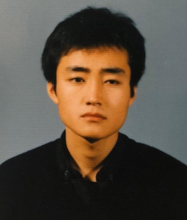 Nhan sắc bố của 1 nam thần Kpop gây sốt, visual đỉnh thế này chẳng trách con trai lại thành gương mặt đẹp nhất thế giới - Ảnh 3.