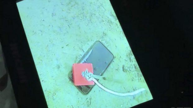 Khó tin, chiếc iPhone 11 Pro vẫn sống nhăn răng sau một tháng nằm dưới đáy hồ băng - Ảnh 2.