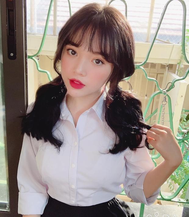 Chỉ diện áo sơ mi trắng, nhiều nữ streamer của làng game Việt hoá gái ngoan đến ngỡ ngàng - Ảnh 1.