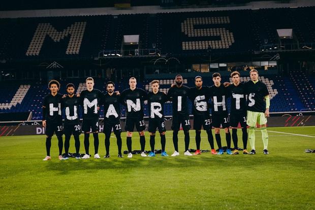 Tuyển Đức thắng dễ trận mở màn vòng loại World Cup 2022, mặc áo phản đối nhân quyền ở nước chủ nhà Qatar - Ảnh 2.