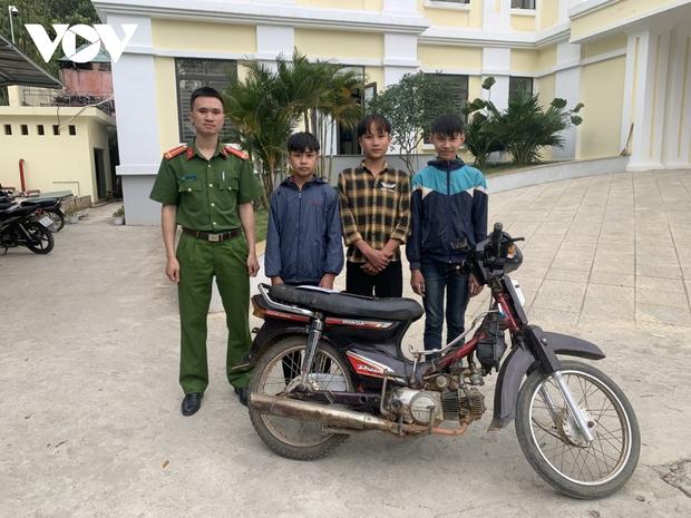 Sơn La: 3 học sinh cướp giật điện thoại để mang về dùng - Ảnh 1.