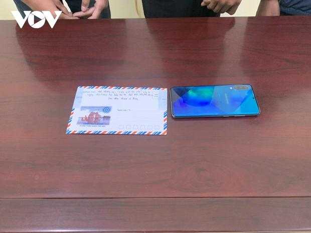 Sơn La: 3 học sinh cướp giật điện thoại để mang về dùng - Ảnh 2.
