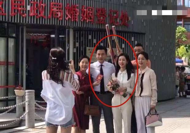 Rò rỉ ảnh Lưu Khải Uy bí mật kết hôn với nữ thần nhan sắc kém 19 tuổi, nhà gái đã mang thai 5 tháng - Ảnh 2.