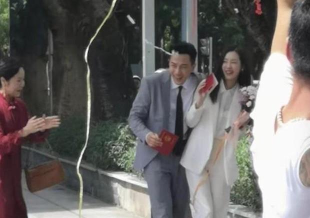 Rò rỉ ảnh Lưu Khải Uy bí mật kết hôn với nữ thần nhan sắc kém 19 tuổi, nhà gái đã mang thai 5 tháng - Ảnh 3.