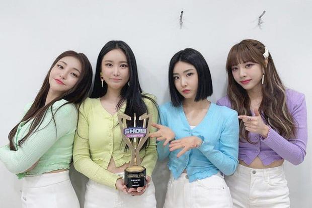 IU all-kill với LILAC, chặn đứng kỉ lục của Brave Girls, album hội tụ toàn quái vật nhạc số nên chiếm cả 10 vị trí đầu ngon ơ - Ảnh 3.
