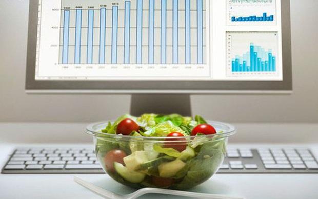 Vì sao Pháp cấm người lao động ăn trưa trên bàn làm việc? Hóa ra thói quen này có hại không ngờ - Ảnh 1.