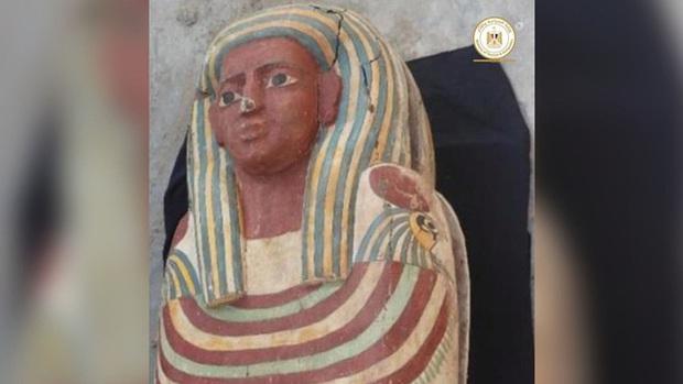 Khai quật hầm mộ cổ nghìn năm tuổi ở Ai Cập, tìm thấy Cuốn Sách Của Người Chết dài 4m - Ảnh 1.