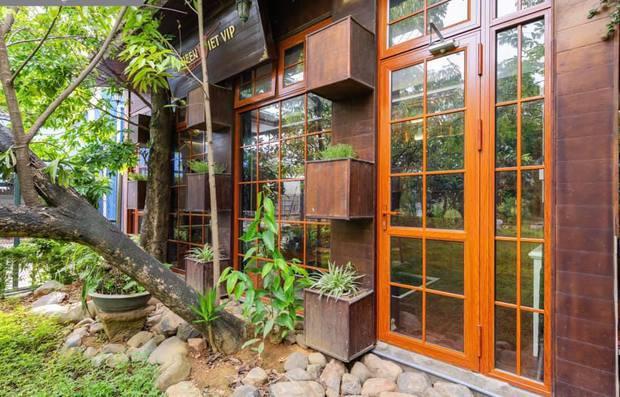 Kỷ niệm 15 năm ngày cưới, chồng tặng vợ ngôi nhà vườn kiểu Nhật, chi tiết gây shock nằm ở chất liệu, nhìn thì gỗ mà lại không phải gỗ?! - Ảnh 13.