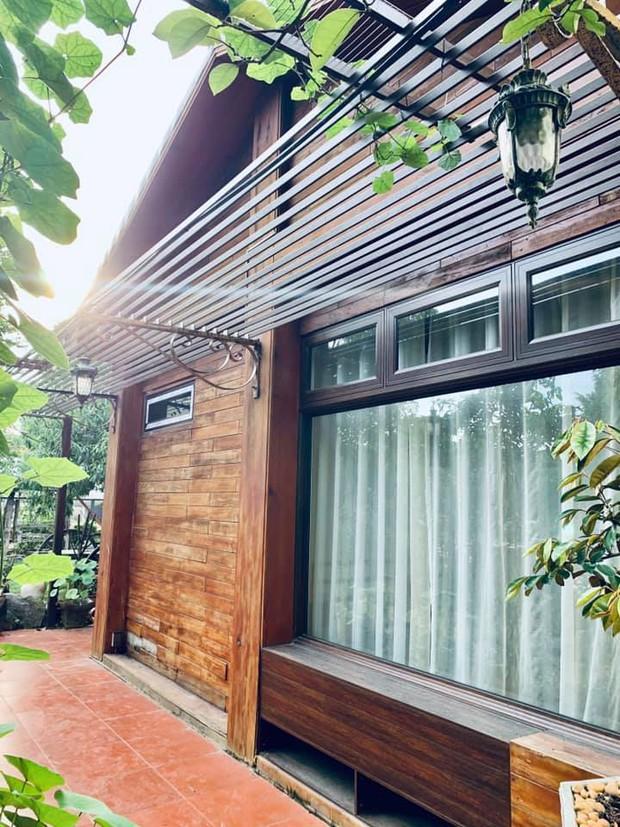 Kỷ niệm 15 năm ngày cưới, chồng tặng vợ ngôi nhà vườn kiểu Nhật, chi tiết gây shock nằm ở chất liệu, nhìn thì gỗ mà lại không phải gỗ?! - Ảnh 12.