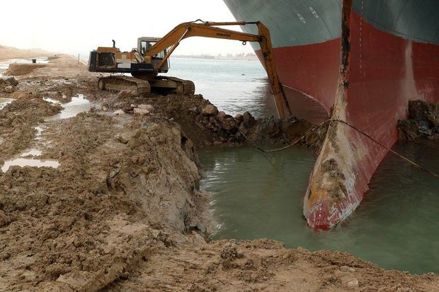 Thế giới mất 9200 tỉ đồng mỗi giờ vì một con tàu mắc kẹt phía bên kia đại dương: Chuyện kinh hoàng gì đã xảy ra? - Ảnh 3.