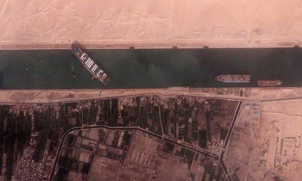 Thế giới mất 9200 tỉ đồng mỗi giờ vì một con tàu mắc kẹt phía bên kia đại dương: Chuyện kinh hoàng gì đã xảy ra? - Ảnh 2.