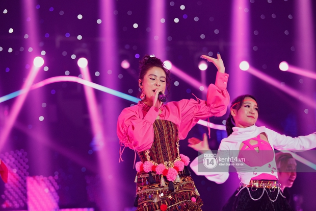 Nạn nhân tiếp theo của livestream gọi tên Hoàng Thuỳ Linh: Giọng hát lẫn makeup có phải đang trêu đùa fan đấy không? - Ảnh 6.
