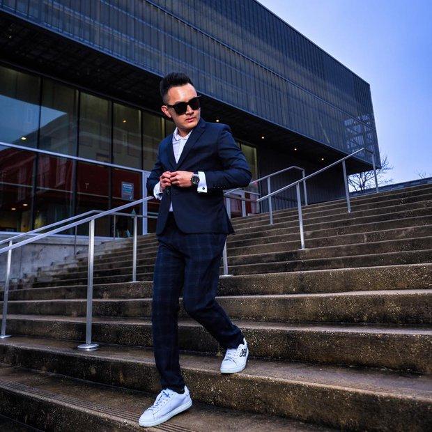 Con trai ruột NS Hoài Linh ở Mỹ: Soái ca độc thân làm việc cho American Airlines, bỏ 1,3 tỷ/năm mua vé máy bay du lịch - Ảnh 10.