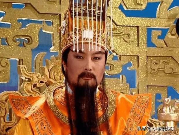 Vào vai Ngọc Hoàng trong Tây Du Ký, nam diễn viên đình đám ngã ngửa khi về quê thấy mặt mình bị in lên... vàng mã - Ảnh 2.