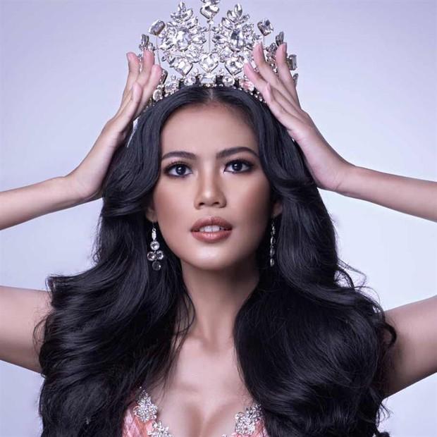 Trước 200.000 người xem livestream, thí sinh Miss Grand International gặp sự cố lộ hàng vì góc quay hiểm hóc? - Ảnh 4.