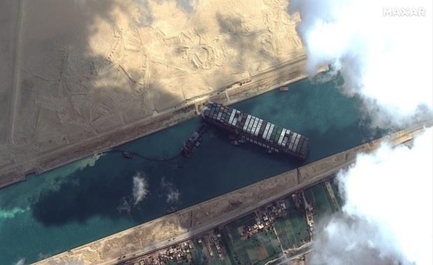 Công ty vận hành siêu tàu hàng kẹt ở kênh đào Suez từng khiến đại dương ngập trong đồ nhựa suốt gần 2 thập kỷ - Ảnh 1.