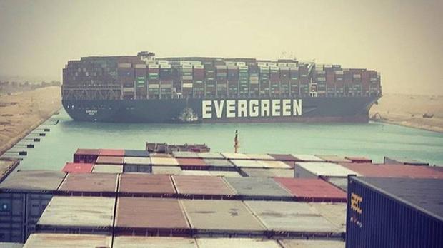 Đây là lý do tại sao mãi không thể giải cứu tàu hàng kẹt tại kênh đào Suez dù gây thiệt hại tới 400 triệu USD mỗi giờ - Ảnh 2.