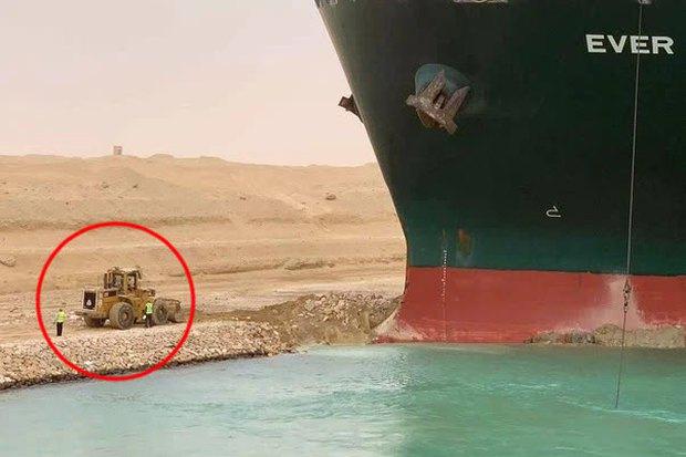 Đây là lý do tại sao mãi không thể giải cứu tàu hàng kẹt tại kênh đào Suez dù gây thiệt hại tới 400 triệu USD mỗi giờ - Ảnh 1.