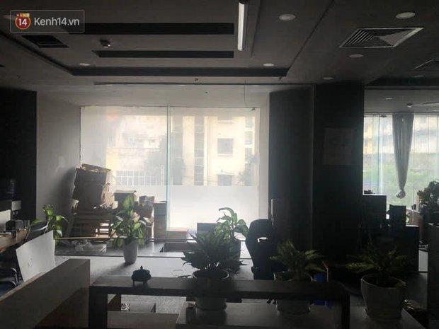 Chung cư nơi nữ giám đốc và nhân viên rơi từ tầng 2 do trần thủng: Nguy hiểm vẫn còn tiềm ẩn? - Ảnh 3.