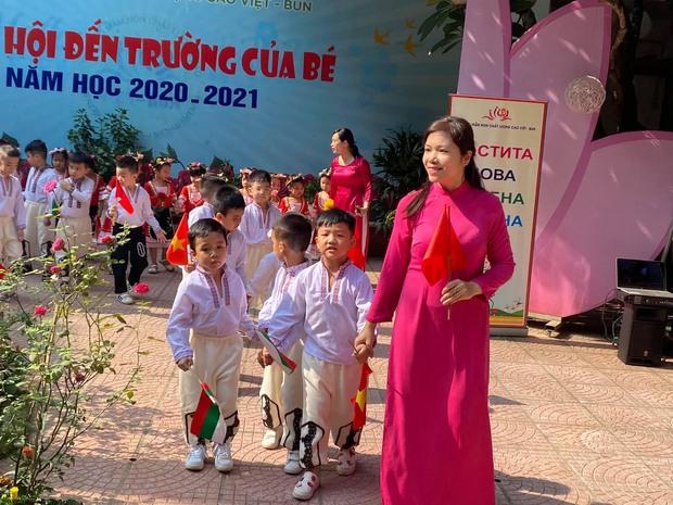 Cậu ấm, cô chiêu dàn diễn viên VTV: Toàn cho con học trường siêu rẻ, riêng con Hồng Diễm bé tí nhưng đã biết bức xúc thay mẹ - Ảnh 4.