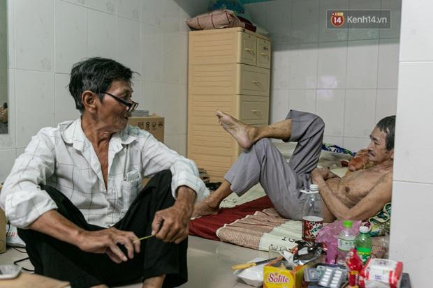 Cụ ông già yếu kiếm tiền nuôi người bạn 50 năm bị mất trí nhớ ở Sài Gòn: Mình còn khỏe ngày nào thì mình sẽ chăm sóc cho Thái ngày đó - Ảnh 1.