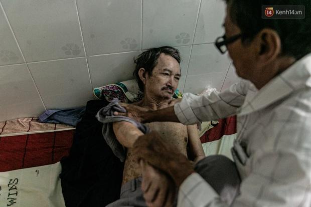 Cụ ông già yếu kiếm tiền nuôi người bạn 50 năm bị mất trí nhớ ở Sài Gòn: Mình còn khỏe ngày nào thì mình sẽ chăm sóc cho Thái ngày đó - Ảnh 4.