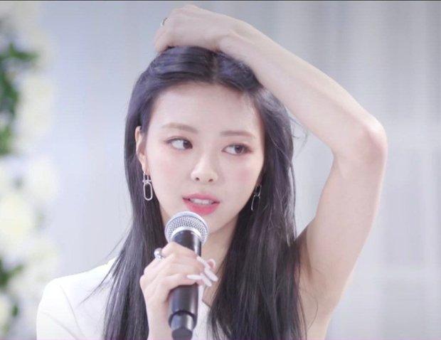 """Em út đình đám nhà JYP bỗng """"bùng nổ"""" nhan sắc chỉ nhờ thay đổi nhỏ ở tóc, được Knet dự đoán thành nữ thần Kpop mới - Ảnh 2."""