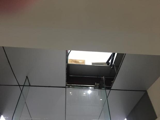 Vụ đôi nam nữ ở Hà Nội rơi do trần nhà chung cư thủng: Nữ nạn nhân là Giám đốc 1 công ty, nam nạn nhân bị thương nặng - Ảnh 2.