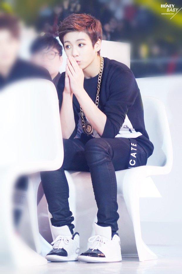 Jungkook (BTS) tự ti vì main vocal nhóm khác đã hát hay lại còn đẹp trai, tranh thủ luyện tập mọi lúc mọi nơi để không thua kém - Ảnh 4.