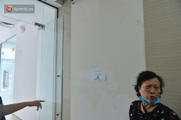 Chung cư nơi nữ giám đốc và nhân viên rơi từ tầng 2 do trần thủng: Nguy hiểm vẫn còn tiềm ẩn? - Ảnh 6.
