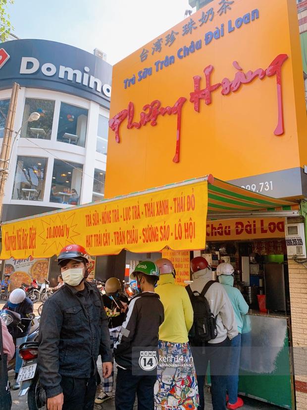 Tiệm trà sữa chảnh nhất Sài Gòn: Ai mua nhiều quá thì hổng bán, uống có ngon không mà phải xếp hàng mệt dữ vậy? - Ảnh 2.