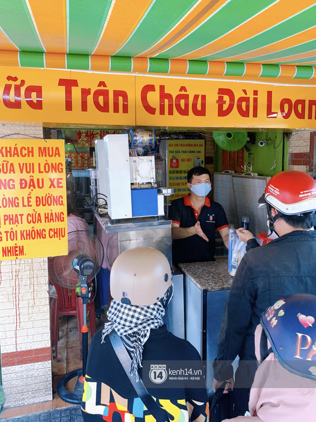 Tiệm trà sữa chảnh nhất Sài Gòn: Ai mua nhiều quá thì hổng bán, uống có ngon không mà phải xếp hàng mệt dữ vậy? - Ảnh 3.