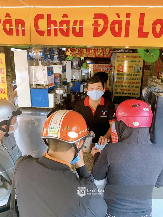 Tiệm trà sữa chảnh nhất Sài Gòn: Ai mua nhiều quá thì hổng bán, uống có ngon không mà phải xếp hàng mệt dữ vậy? - Ảnh 6.