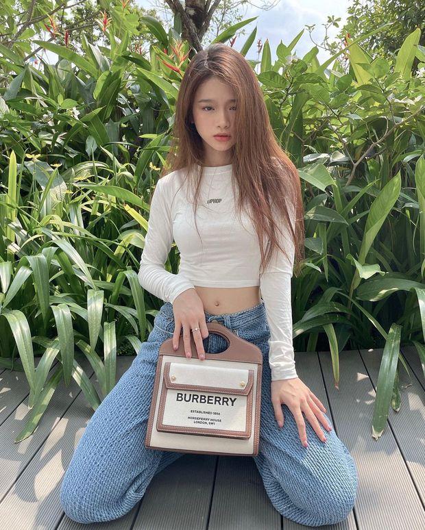 """Instagram look của sao Việt tuần qua: Ngọc Trinh khoe 3 vòng căng đét, Hiền Hồ """"đốt"""" gần 15 triệu cho đôi dép - Ảnh 5."""