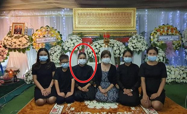 Xót xa tin ông ngoại Lisa (BLACKPINK) qua đời vào đúng ngày sinh nhật lần thứ 24 của nữ idol - Ảnh 4.