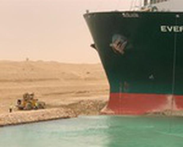 Nỗ lực giải cứu siêu tàu hàng Ever Given tiếp tục thất bại - Ảnh 3.