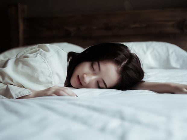 Trong và sau khi ngủ mà thấy dấu hiệu kỳ lạ này nghĩa là cơ thể bạn đang lão hóa nhanh, rất cần khắc phục kịp thời - Ảnh 3.