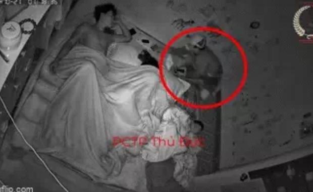 Giật mình tỉnh giữa đêm phát hiện mất sạch đồ, cả gia đình check camera thì phát hiện sự việc lạnh gáy - Ảnh 1.