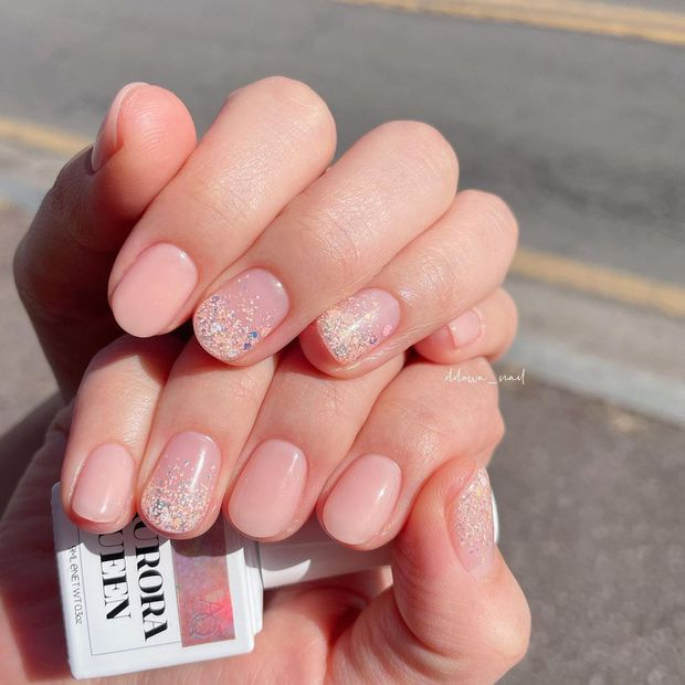 Nàng công sở tham khảo 10 mẫu nail vừa xinh vừa sang lại không sợ quá lố khi đến công ty này! - Ảnh 2.