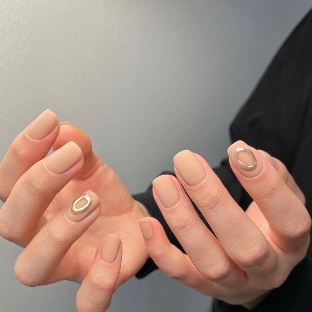 Nàng công sở tham khảo 10 mẫu nail vừa xinh vừa sang lại không sợ quá lố khi đến công ty này! - Ảnh 4.