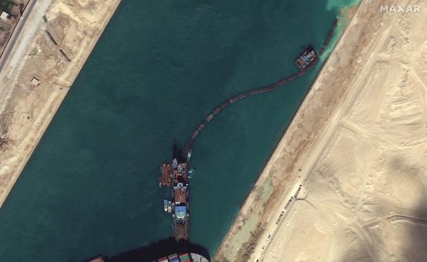 Vụ tàu container chắn ngang kênh đào Suez nhìn từ không gian - Ảnh 5.