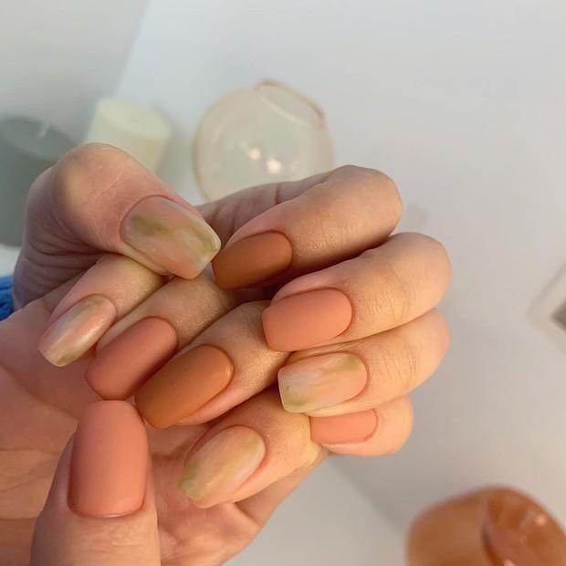 Nàng công sở tham khảo 10 mẫu nail vừa xinh vừa sang lại không sợ quá lố khi đến công ty này! - Ảnh 5.