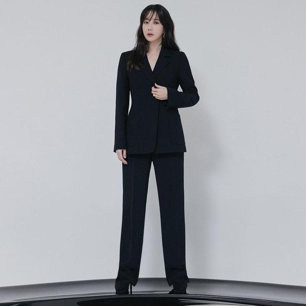 Chị đẹp Lee Ji Ah (Penthouse) lên đồ công sở đơn giản mà thanh lịch tuyệt đối, chị em nào cũng có thể học theo - Ảnh 5.