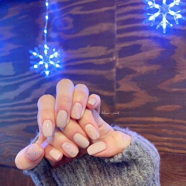 Nàng công sở tham khảo 10 mẫu nail vừa xinh vừa sang lại không sợ quá lố khi đến công ty này! - Ảnh 8.