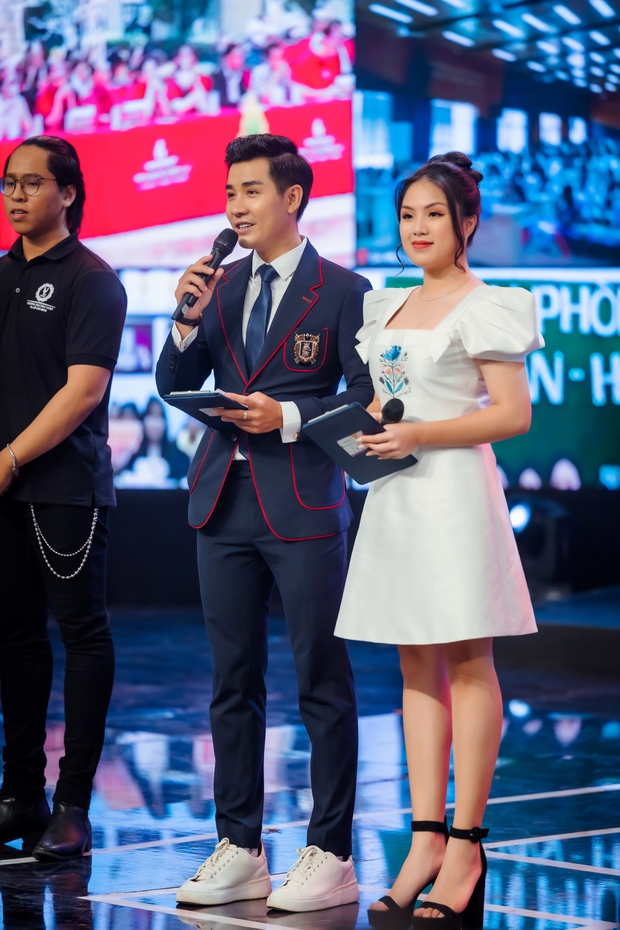 Nguyên Khang dẫn chung kết SV bên cạnh dàn nghệ sĩ Lại Văn Sâm, Xuân Bắc, Châu Bùi... - Ảnh 1.