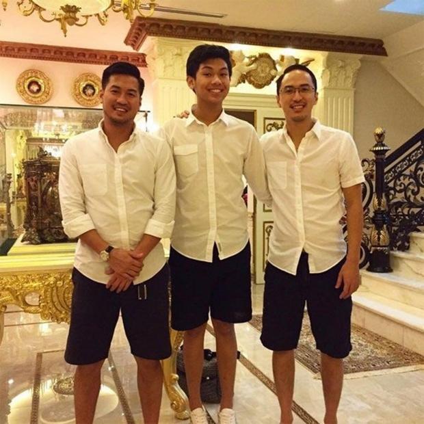 Tỷ phú Johnathan Hạnh Nguyễn xuất hiện với 3 thiếu gia, không còn tấm ảnh nào giàu sang hơn thế!  - Ảnh 3.