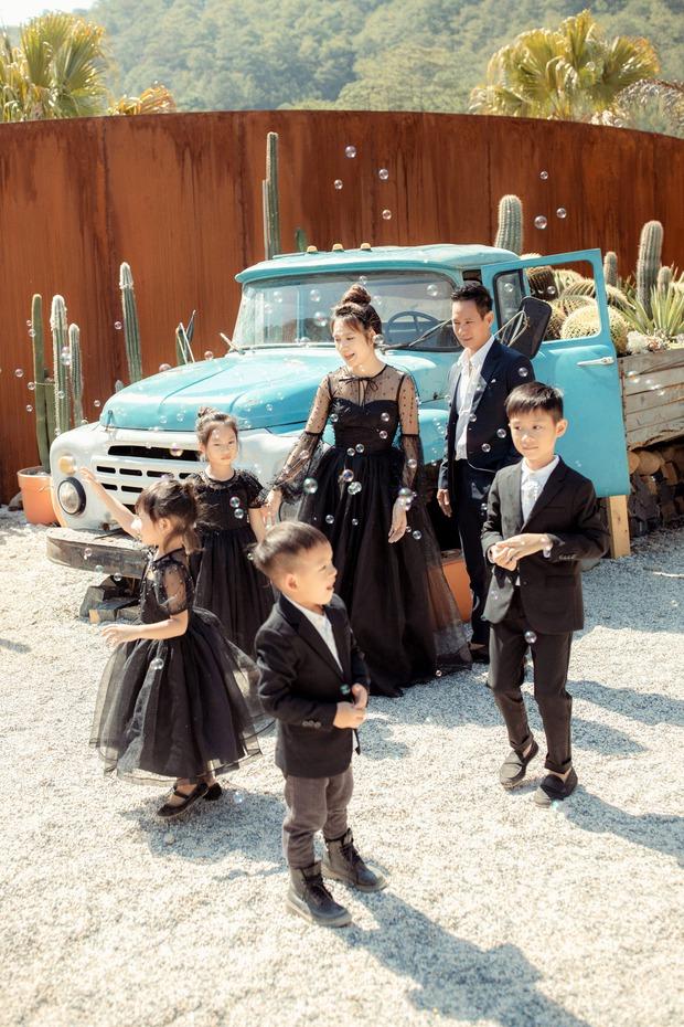 Gia đình đông con nhất Vbiz nhà Lý Hải tung ảnh kỉ niệm gây sốt, bà xã Minh Hà chiếm spotlight vì nhan sắc dù đã U40 - Ảnh 4.