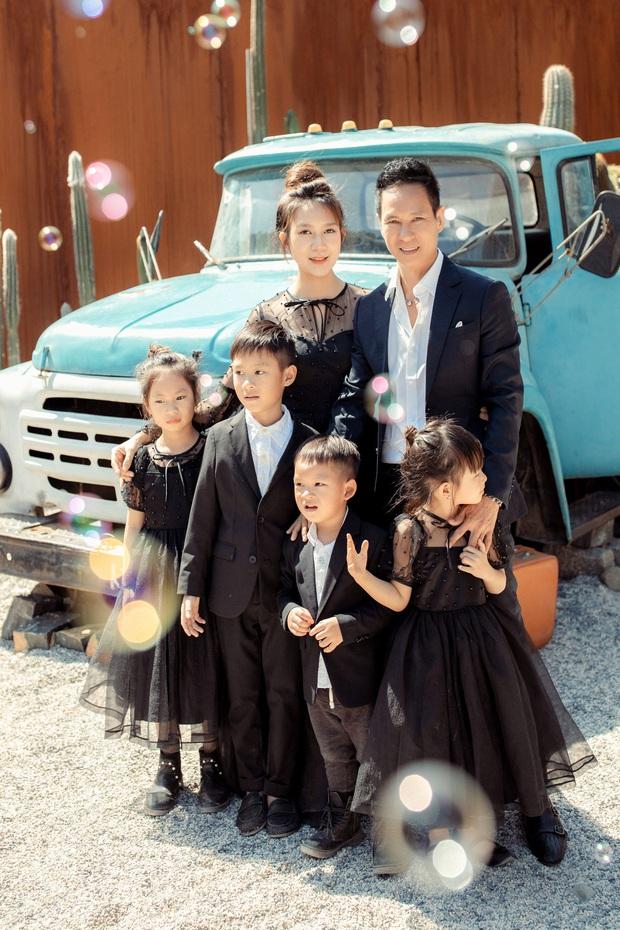 Gia đình đông con nhất Vbiz nhà Lý Hải tung ảnh kỉ niệm gây sốt, bà xã Minh Hà chiếm spotlight vì nhan sắc dù đã U40 - Ảnh 3.