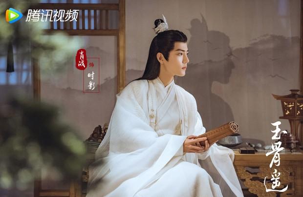 Ngọc Cốt Dao tung ảnh Tiêu Chiến mặc bạch y, netizen hú hét truyền máu gấp cho mị - Ảnh 1.
